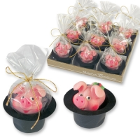 18 pcs Marzipan piglet with clover leaf in cylinder hat