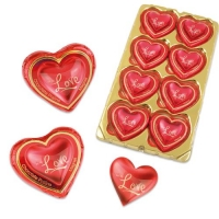"Magnet heart ""Love"" on praline heart"